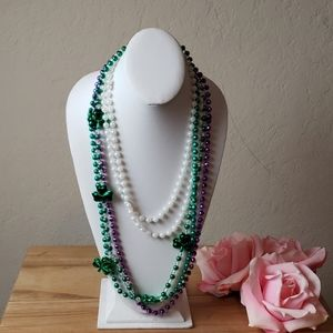 [Strand of beads] 3 Colored St Paddys Throw Beads